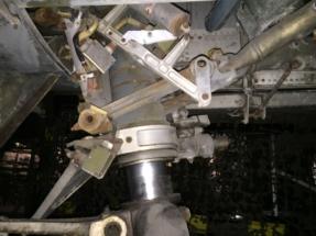 saab-j35f-draken-nose-gear-007