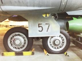 saab-ja37-viggen-main-gear-002
